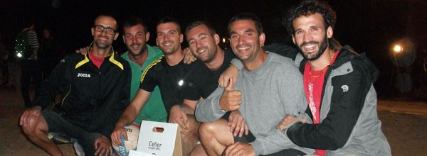 Els Pistolers, guanyadors de la 18a edició del Campionat de Volei-Pantà. El segon per l'esquerra, Josep Enric Fernandez, (amb samarreta verda) va ser escollit millor jugador del campionat. Foto: Glòria Espasa.