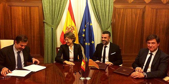 Imatge de la reunió de treball que Vila va mantenir ahir a Madrid amb la ministra d'Agricultura, Alimentació i Medi Ambient, Isabel García Tejerina.