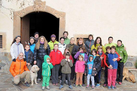 Foto del grup de participants, a l'ermita de Sant Joan del Codolar.