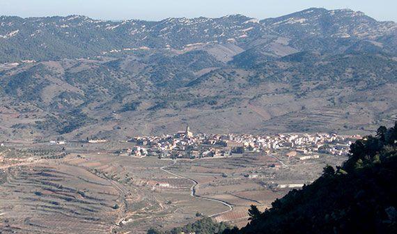 Vista d'Ulldemolins des del grau del Llop. Foto: Carles X. Cabós.