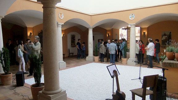El gran pati d'entrada a l'edifici de la Fundació. Foto: Jesús M. Tibau.
