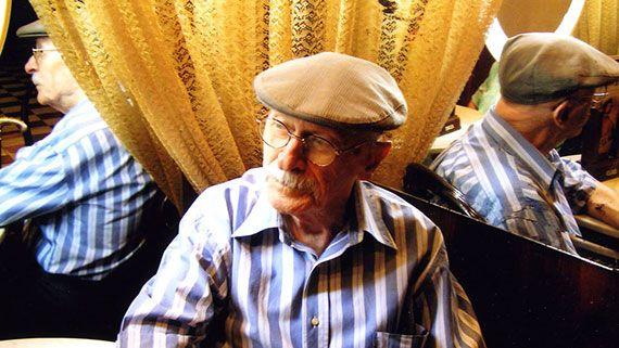 El pintor, al Cafè de Reus, l'any 2004. Foto: M. Elena Morató.
