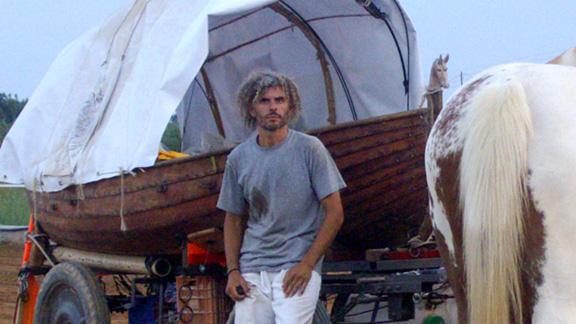 Amador González i el 'carro-barca'. Foto: Amador González.