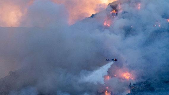 Espectacular imatge de l'incendi, dissabte 29 d'agost al vespre-nit. Foto: Toni Lluch